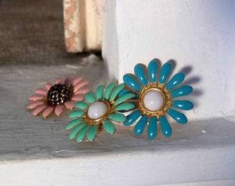 1970s Vintage enamelled PINK earring daisy