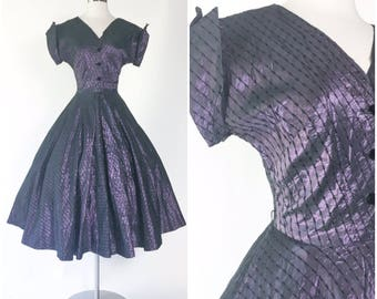 royal purple iridescent taffeta full circle pinup swing cocktail dress / wing tip cap sleeves / embroidered top stitch / pinup part dress