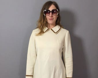 1960s Top / 1960s Cream Blouse / Tunic Top / Vintage Longsleeve Top / Long Sleeve Blouse / Dramatic Collar / Vintage Top Small
