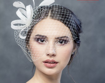 Modern delicate wedding  fascinator with fethers and veiling, wedding headpiece, wedding fascinator