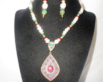 Stunning Ruby Jade Pendant Necklace Set****.