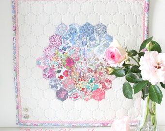 HETTIE HEXIE MINI Quilt Pattern - pdf download for English paper pieced, hand quilted, hexagon mini quilt