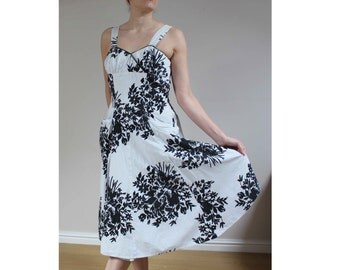 1950s sundress summer dress cotton sun dress pockets sundress 50s dress floral vintage dress size 10 12 dress white black dress monochrome