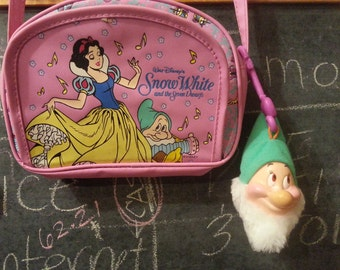 "VTG 90s DISNEY ""Snow White"" Little Purse. Comes with FREE ""Bashful"" Plush Keychain & 3"" Snow White Mighty Bean!!"