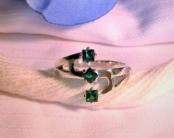Sparkling Emerald Ring ~ 925 Sterling Silver ~ Size 6.75