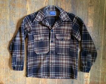 Vintage 1960s 1970s Mens PENDLETON Brown & Black Plaid Wool USA Made Short Hunting JACKET Coat Size Medium Mackinaw Outdoors Filson
