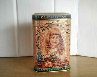 Daher Decorative Wafer Tin, Vintage England Cookie Tin, Victorian Tin, Shabby Chic Tin, Vintage Wafer Tin