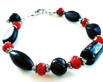 Black Bracelet Glass Jewelry Red Bracelet Everyday Jewelry Boho Bracelet Black Jewelry Silver Bracelet Red Jewelry Gypsy Bracelet Gift Idea