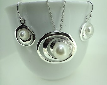 Sterling Silver Infinity Circle Pearl Jewellery Set