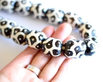 Batik Bone Beads, Large African Beads, 6 Kenyan beads, 28x18mm Mudcloth Rondelle, Trade Beads, Boho Tribal, Jewelry Supplies, DIY