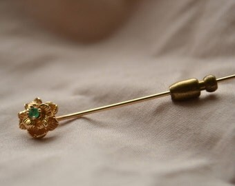 Dainty and romantic vintage 14K yellow gold Floral setting stick pin with bright green Emerald