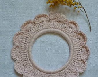 Framework in crochet