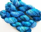 bluebell / hand dyed yarn / speckle yarn / superwash merino wool / squishy soft / single dk yarn /  blue turquoise green sea periwinkle yarn