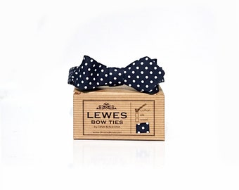 Narrow Men's self-tie bow tie 50s style vintage cotton mini dot diamond point bow tie, classic polka dot bow tie, navy blue skinny bow tie