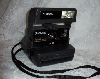 Vintage Polaroid One Step Auto Focus Camera with Flash Only 12 USD