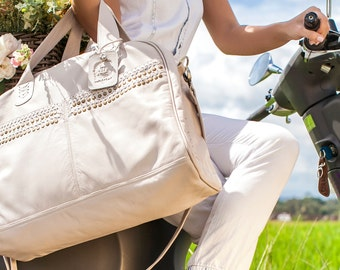 WILD ESCAPE. Leather bag / leather weekender bag / leather duffel bag / leather duffle bag / boho. Available in different leather colors.