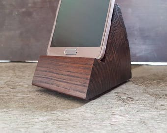 Log phone holder made of ash wood
