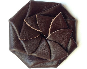 Brown coin purse, rosette change purse, leather change purse, round coin purse