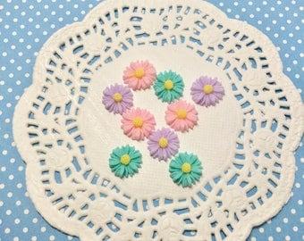 9pcs 10-12mm daisies Cabochons!