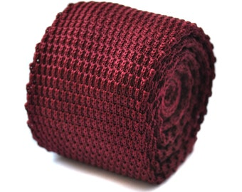 Plain maroon knitted skinny tie with pointed end by Frederick Thomas FT3184