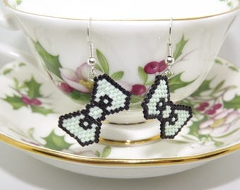 Orecchini di perline/ Orecchini a fiocco/ Beads earrings/ Bow earrings/ Brick stitch earrings/ Funny earrings/ Pixel earrings
