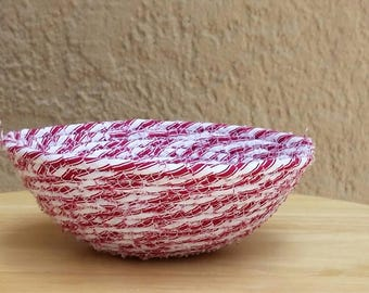 Red White Striped Fabric Coiled Basket, Small Bowl Summer Decor, Country Cottage Chic, Rag Rope Wrapped Decoration, Cloth Caddy