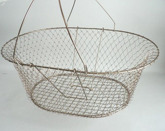 Collapsable Wire Basket With Wood Handles