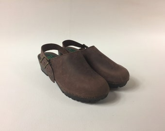 70s Brown Wooden Clogs / Wooden Slippers 70s /Brown  Wooden Sabot / Wooden Mules 70s / Slip on clog / Brown Clogs / Wooden Sandals for women