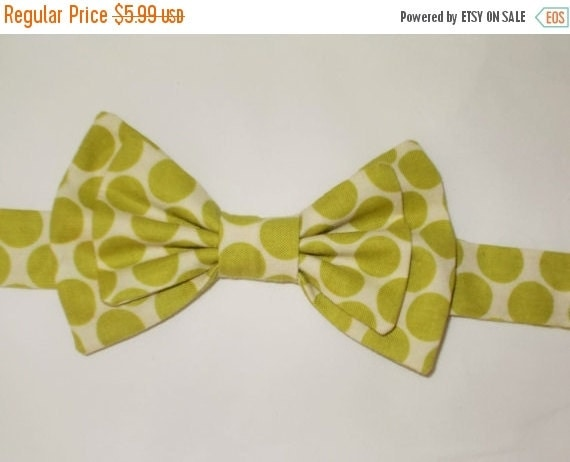 Winter Sale Children's Green Dot Bow-Tie, Photo Prop, Casual Wear, weddings