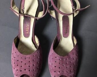 SALE SALE SALE Vintage heels / vintage shoes / vintage purple heels / purple shoes / strappy heels / 60s heels / size 8.5