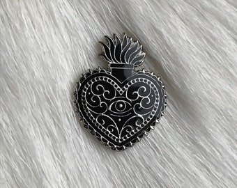 Black / metal pin 'sacred heart'