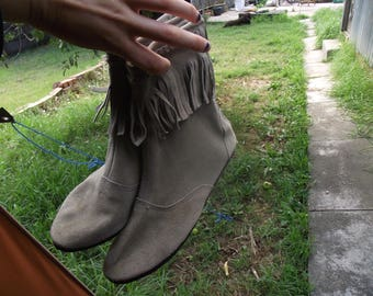 greenish beige NATIVE iNDiAN SUEDE BOOTs with tassles festival clothing hippie boho cultural American Indian