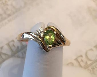 Vintage 14k yellow gold ribbed ring, Center 6mm Pear Shaped Peridot and 3 Diamonds, .03 tw size 9
