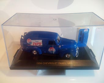 Vintage 1:43 Scale 1954 Chevrolet Pepsi-Cola Panel Van and Soda Dispenser Machine Set by Road Champs, Inc, 1998