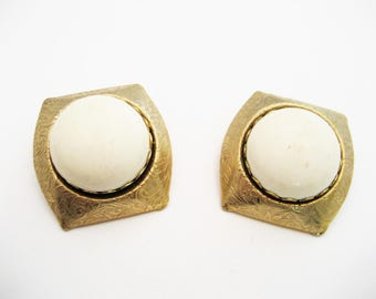 Vintage Resin Clip On Earrings Vintage Clip On Earrings White Earrings Brass and White Clip On Earrings