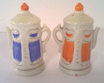Vintage Ceramic Hand Painted Tea Kettle Salt and Pepper Shakers Set (#19)