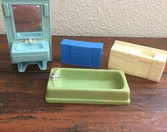 Lot of Vintage Dollhouse Furniture / Arco Brand /  Bathroom Furniture / Bathtub / Sink and Mirror