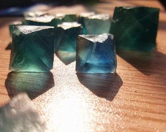 100g/lot Blue Fluorite Octahedron Crystals