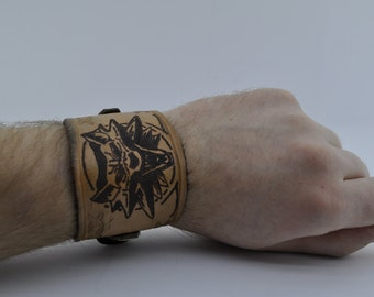 Leather bracelet with burnt wolf