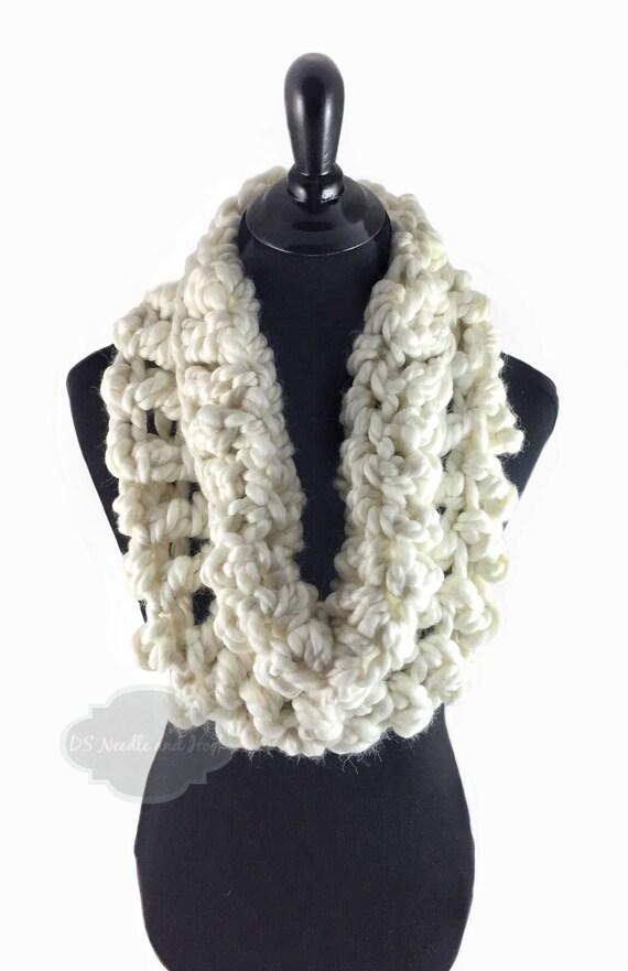 Cream Crochet Scarf, White Crochet Cowl, Pearl White Infinity Scarf, Winyer White Neck Warmer, Handmade Crochet Scarf, Cream Snood