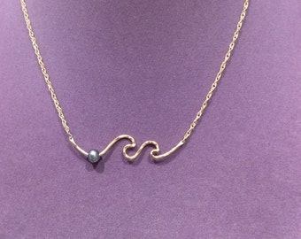 Wave necklace with cultured pearl