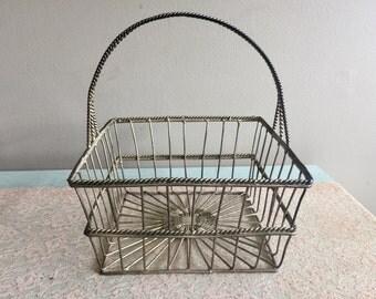 Rustic Metal Wire Basket with Handle Bread Basket Fruit Bowl