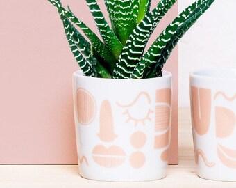 Auge.Nase.Mund | Porzellanbecher, Tasse, Becher, Porzellan, Kaffee, Geschirr, Frühstück, Kaffeetasse, Muster, Dekor, Gesicht, Form, abstrakt