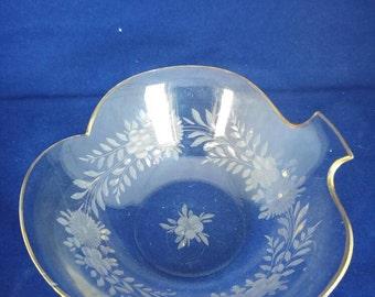 Glass dish Leaf shaped