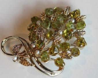 Gold tone green peridot cultured pearl bouquet flower pin brooch