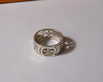 Beautiful sterling silver fleur de lis ring size 7.5