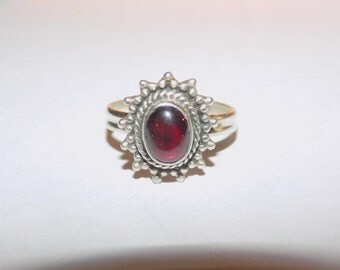 Stunning garnet and sterling silver ring size 6