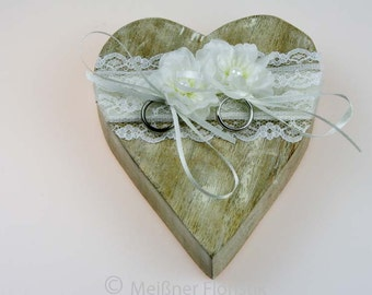 Wooden heart ring pillow cream white vintage lace 1