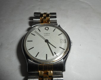 ON SALE Vintage Water Resistant Timex Quartz Men's Watch  Working Date and Time