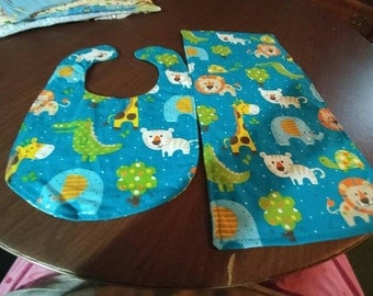 Animals bib and burp cloth set